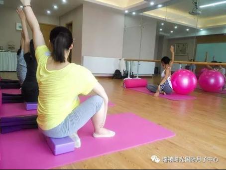 5孕妈产前瑜伽课105.jpg