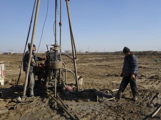 钻机金刚石钻头地质勘查施工现场