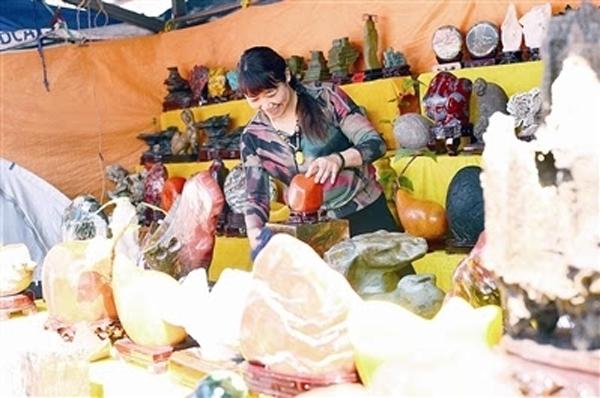 """北京平谷區180余種奇石""""爭相比美"""""""