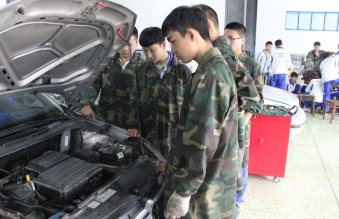 核工业成都机电学校汽车检测与维修技术专业学生风采