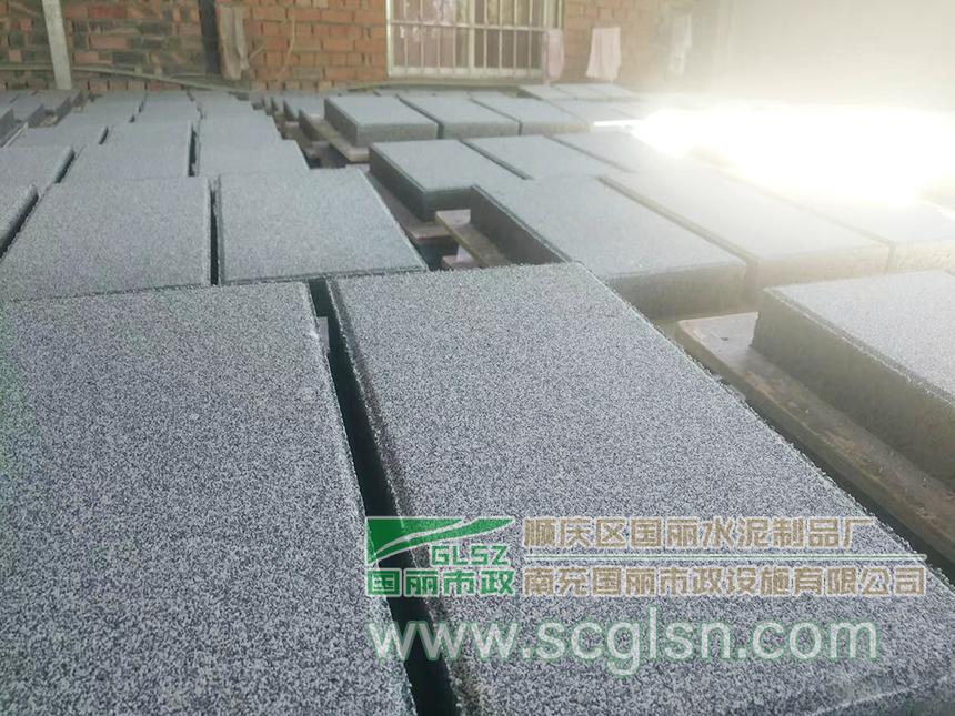 仿花岗石透水砖(灰黑色、200X400X60).png