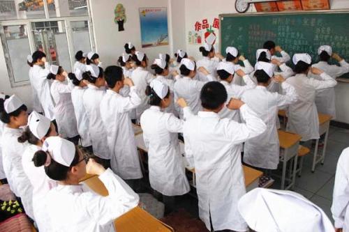 成都卫生学校的考试经过率如何?