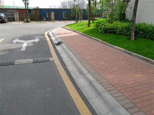 路沿石出现损坏的原因-固强青石板材
