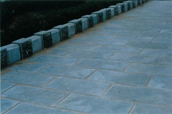 院子里铺青石板对风水的影响-固强青石板材