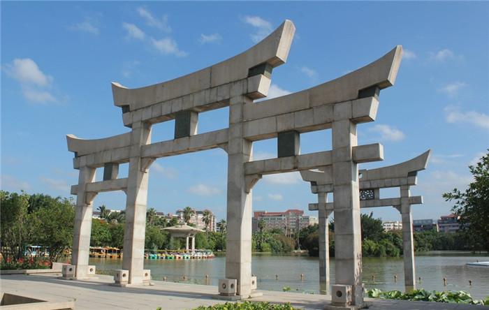 山东地区的石牌坊设计制作样式-固强青石板