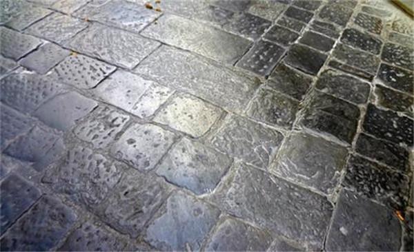 青石板出現水斑的原因和處理方法你知道嗎
