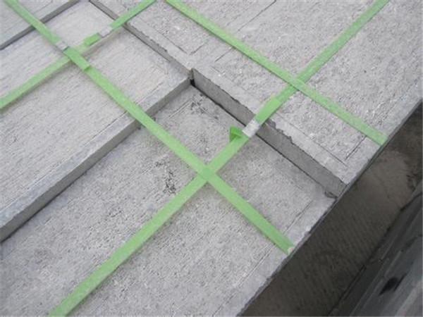 什么原因會導致青石板材出現水漬
