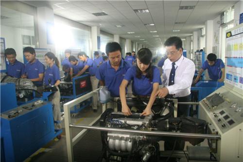 汽车检测与维修技术专科实际操作与实习