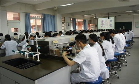 卫校环境设备学生风采