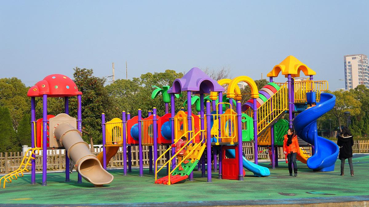 在儿童游乐园游玩时有哪些注意事项