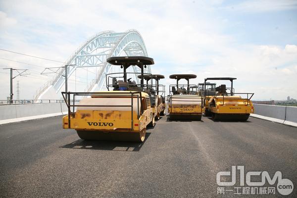 沃尔沃建筑设备助力广州小榄特大桥工程建设