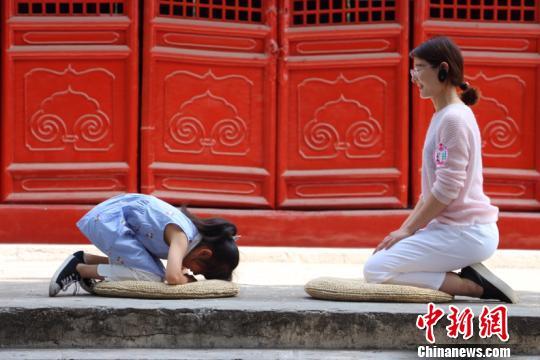 孔子故里曲阜举行传统礼仪活动传承孝德文化