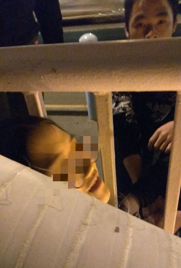 海南一女子欲跳海,机智公交司机翻护栏救下
