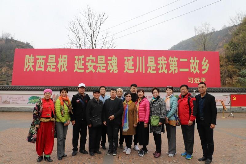 CCTⅤ栏目运营总监刘嘉有,带队红色经典轻骑兵艺术团延安行