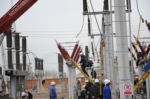 GW5H-126V型旋轉式隔離開關在唐山供電局田莊變電站安裝.jpg