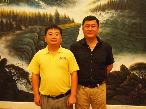 泰国正大集团副总裁:李闻海(右)和 九江网 总经理:王和初(左)合影