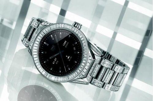 根据官方那个的消息,他们在一次钟表展会上推出了一款豪华级别的智能手表,虽然是智能手表,但并不是普通智能表的价格,售价高达19.7万美元。