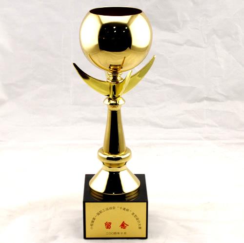2004年十美学校举办小榄第一届职工运动会十美杯化妆美发技能大赛留念.jpg