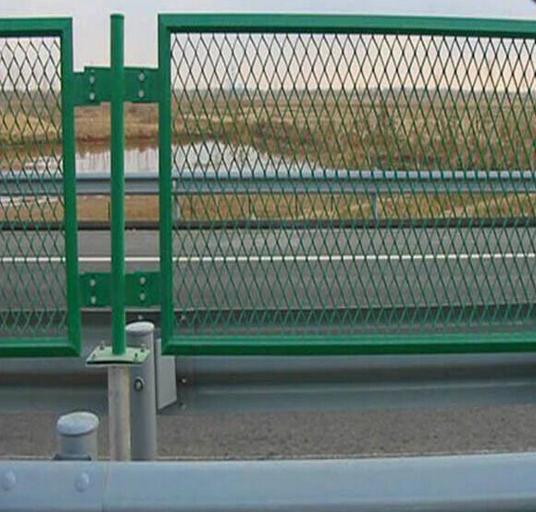 菱形钢板网道路隔离栅2.png