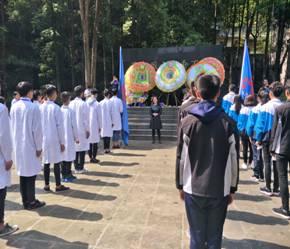 都江堰技师学院清明扫墓活动