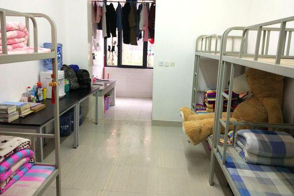 乐山医科校成都分校学生寝室