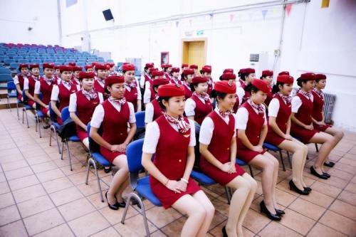越来越多的人涌入了高铁乘务学校学习