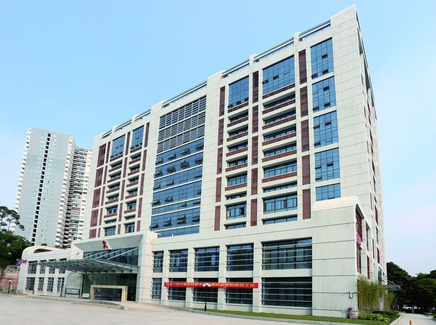 广西人民医院5号楼铝扣板效果展示