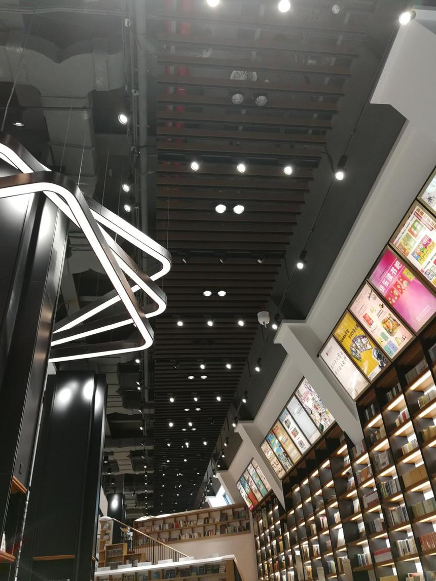 铝方通吊顶于灯具搭配效果展示