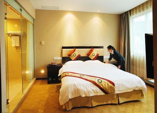 宾馆卧室床铺整理效果图