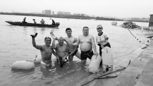 邯郸古稀老人携一家三代6口畅游黄河