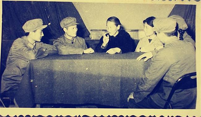 听刘胡兰妈妈胡文秀讲胡兰的英雄故事1973__2345看图王(1).jpg