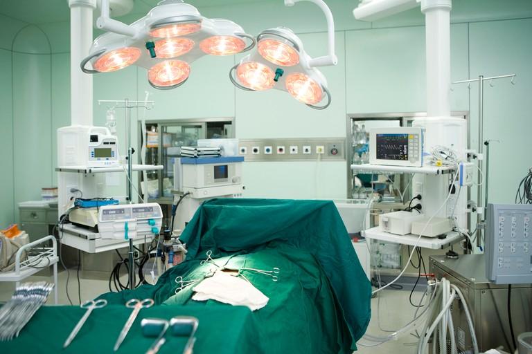 手术台.jpg