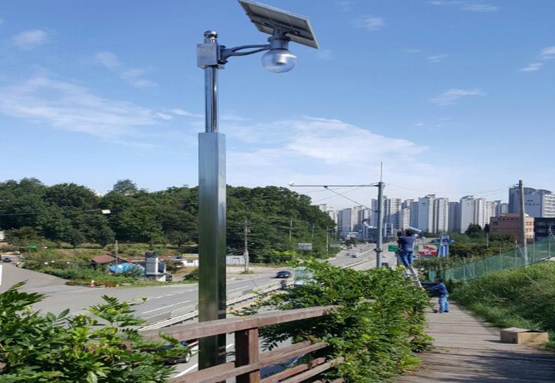 韩国街道太阳能路灯