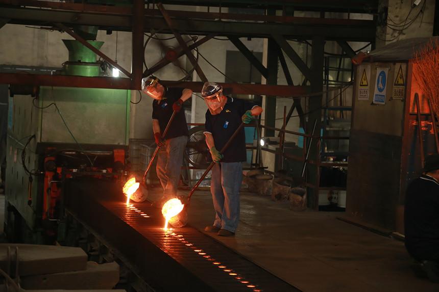 01:铸造自动造型设备.JPG