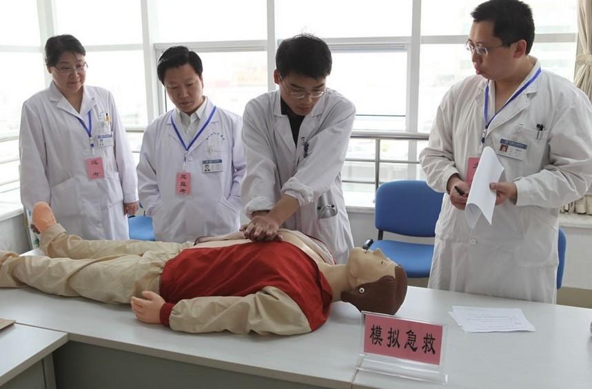 男生学护理专业今后有优势
