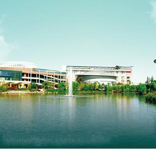 四川城市技师学院东湖湖畔