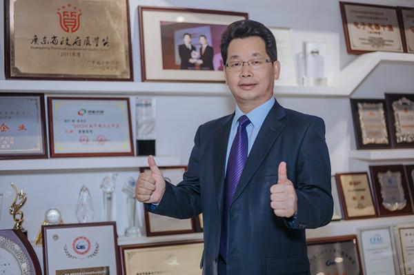 航盛总裁杨洪.jpg