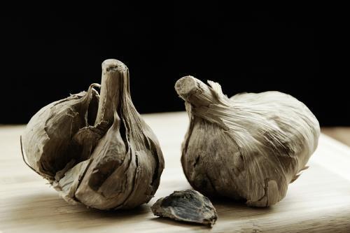 黑蒜发酵机是如何发酵黑蒜的