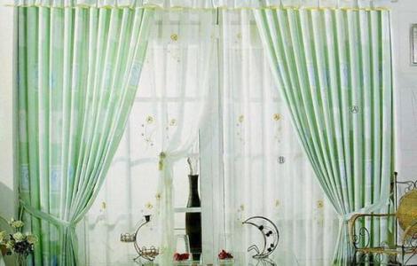 纤维较细的窗帘