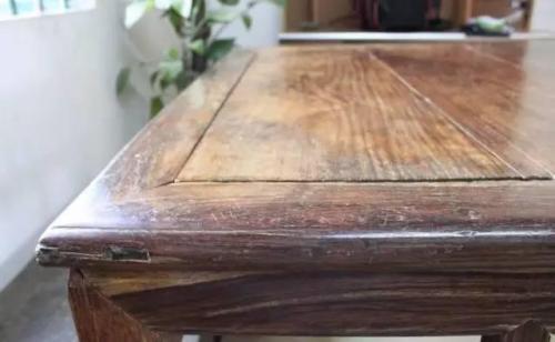 家具上的汤痕