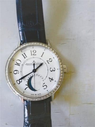 宁波小区业主遗失价值10万手表 保洁阿姨完璧归赵3.jpg