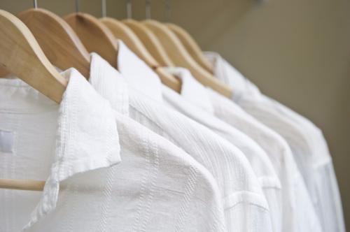 附图:白色衣物