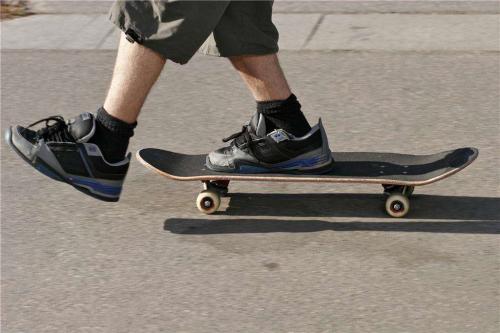附图:运动鞋