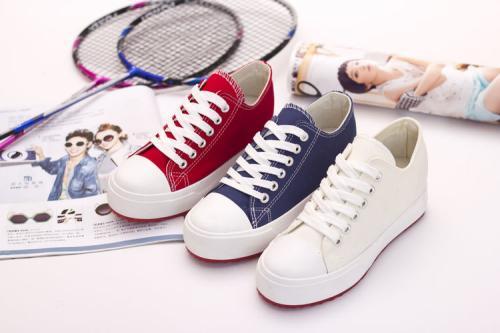 附图:帆布鞋