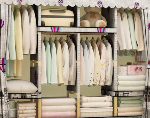 附图:衣柜里的衣服
