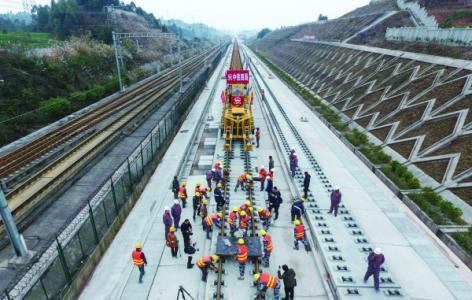 成贵高铁建设者五一假期坚守就业岗位确保工程如期完工