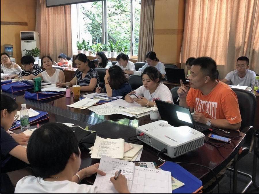 成都市礼仪职业中学2018年召开扫黑除恶工作专项会议