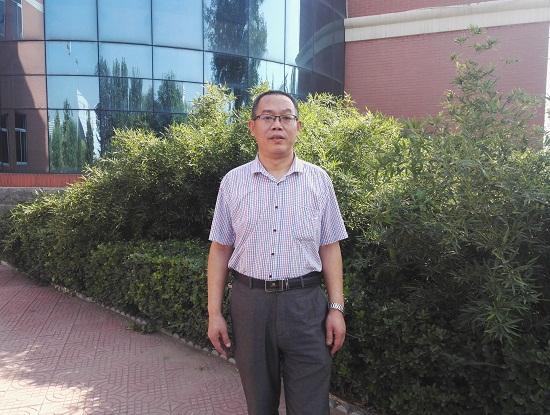 岳宝良老师被评为河北省优秀教师.jpg
