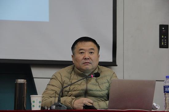 教科所冯所长作报告.JPG