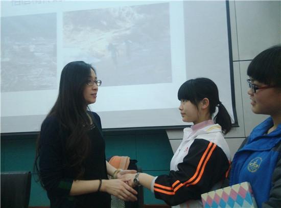 学姐与同学们.jpg